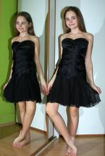 Společenské černé krátké šaty, 34