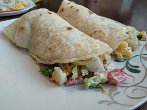 Domácí plněné tortilly- bezlepku.. recept na těsto je v komentáří