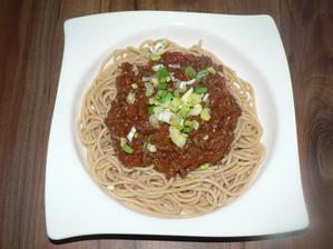 OBĚD: celozrnné špagety s boloňskou omáčkou