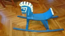 Dřevěný houpací koník,