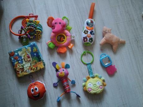 Balík hraček pro holčičku lamaze a chicco telefon,