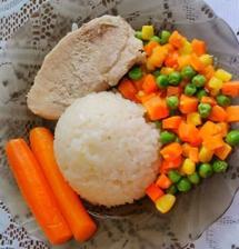 Bravčové mäso, ryža a dusená zelenina na masle