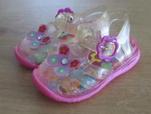 Krásné sandálky - vhodné i do vody velikost uk 4, 17