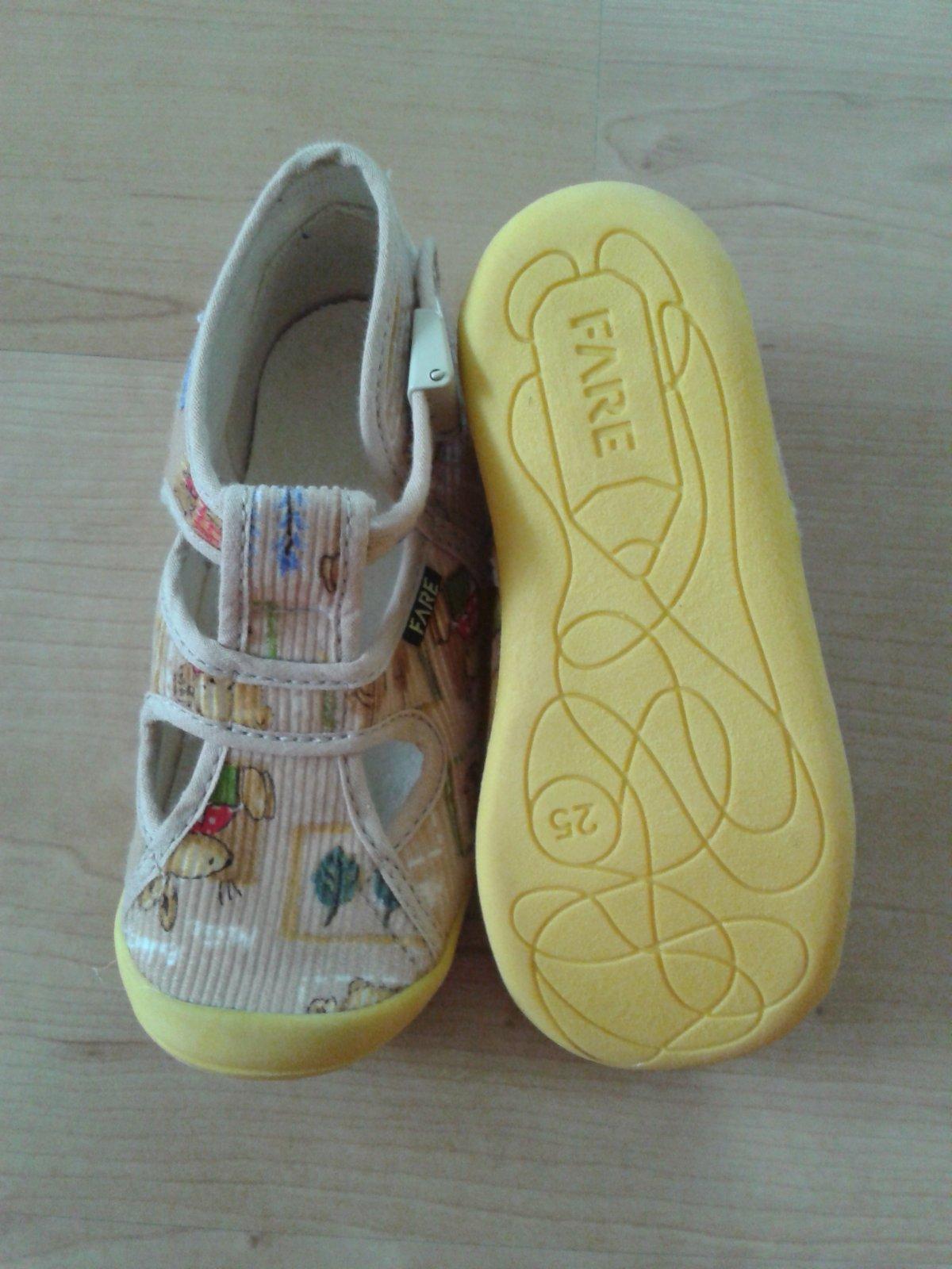 072dac6931d Dětská domácí obuv fare