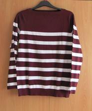 Pruhovaný pulovr, 44