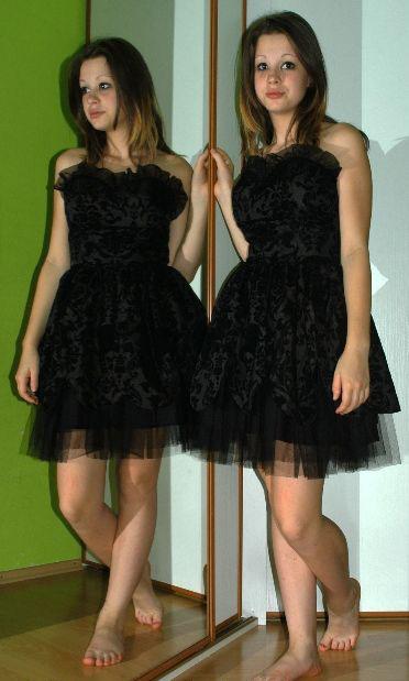 Společenské černé rockové krátké šaty, 38