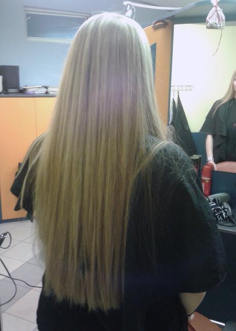 Pravé vlasy - tmavší blond,
