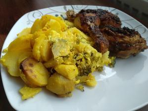 Zapečené brambory s brokolicí s pečeným kuřetem