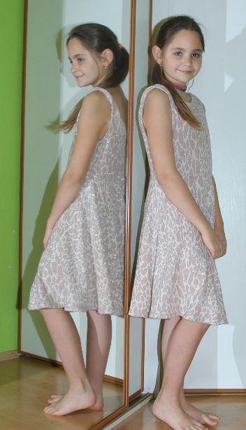 Teplé krátké šaty se stříbrnou nitkou, river island,38