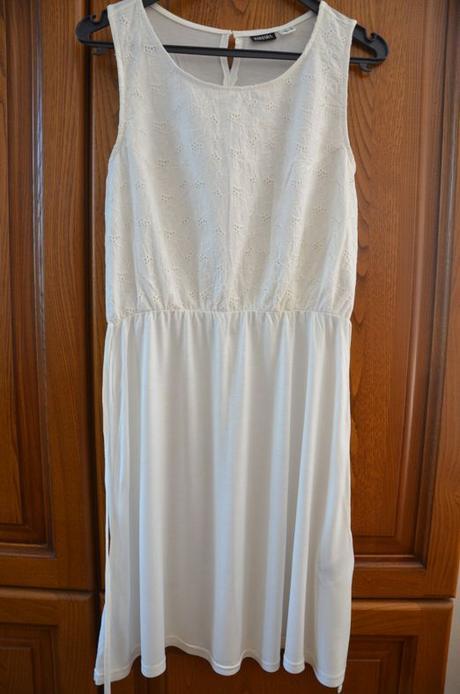 Bílé vyšívané šaty nové, esmara,40