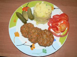 OBĚD: šťouchané brambory s jarní cibulkou, mrkvové placičky s ovesnými vločkami pečené v troubě, zelenina