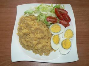 OBĚD: loupaná žlutá čočka s vajíčkem, zelenina
