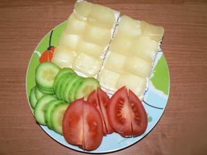 VEČEŘE: knekebrot s gervais, syreček, zelenina