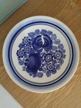 Závěsný velký modro-bílý talíř,