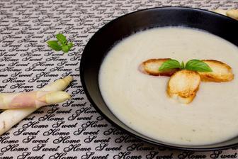 Chřestová polévka s bazalkou