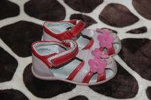 Sandálky s kytičkami, peddy,23