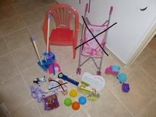 Plastová židlička, úklidový set, atd.,
