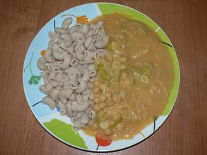 OBĚD: cizrna na paprice (podle Albertu) s ovesnou smetanou a celozrnné těstoviny