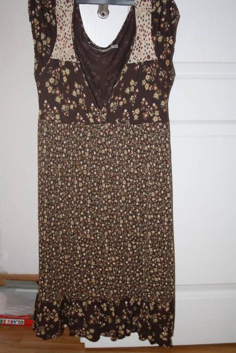 Hnědé květované šaty, bershka,38