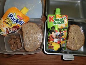 Lámankový chléb s marmeládou lesní směs, kapsička a biskiti