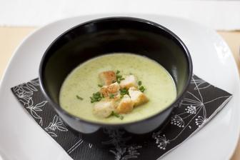 Italská cuketová polévka, krutonky