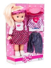Panenka s náhradním oblečkem,