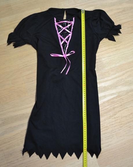Šaty černé střapaté,