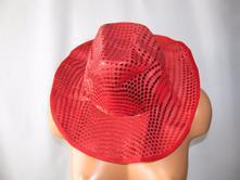 Maska-klobouk s flitry,