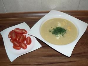 VEČEŘE: krémová květáková polévka s vajíčkem, rajčátka