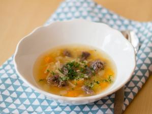 Hovězí polévka se zeleninou a nudličkami