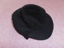 Zimní čepice s kšiltem,