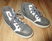 Kotníkové boty, 32