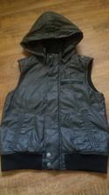Moderní černá koženková vesta s nápletem, h&m,158
