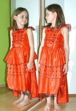 Karnevalové šaty beruška, čertice, čarodějnice...,
