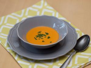 Mrkvovo-rajčatová polévka