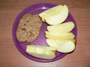 SVAČINA: jablíčko, bebe dobré ráno