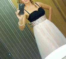 Luxusní plesové šaty s aplikací, 38