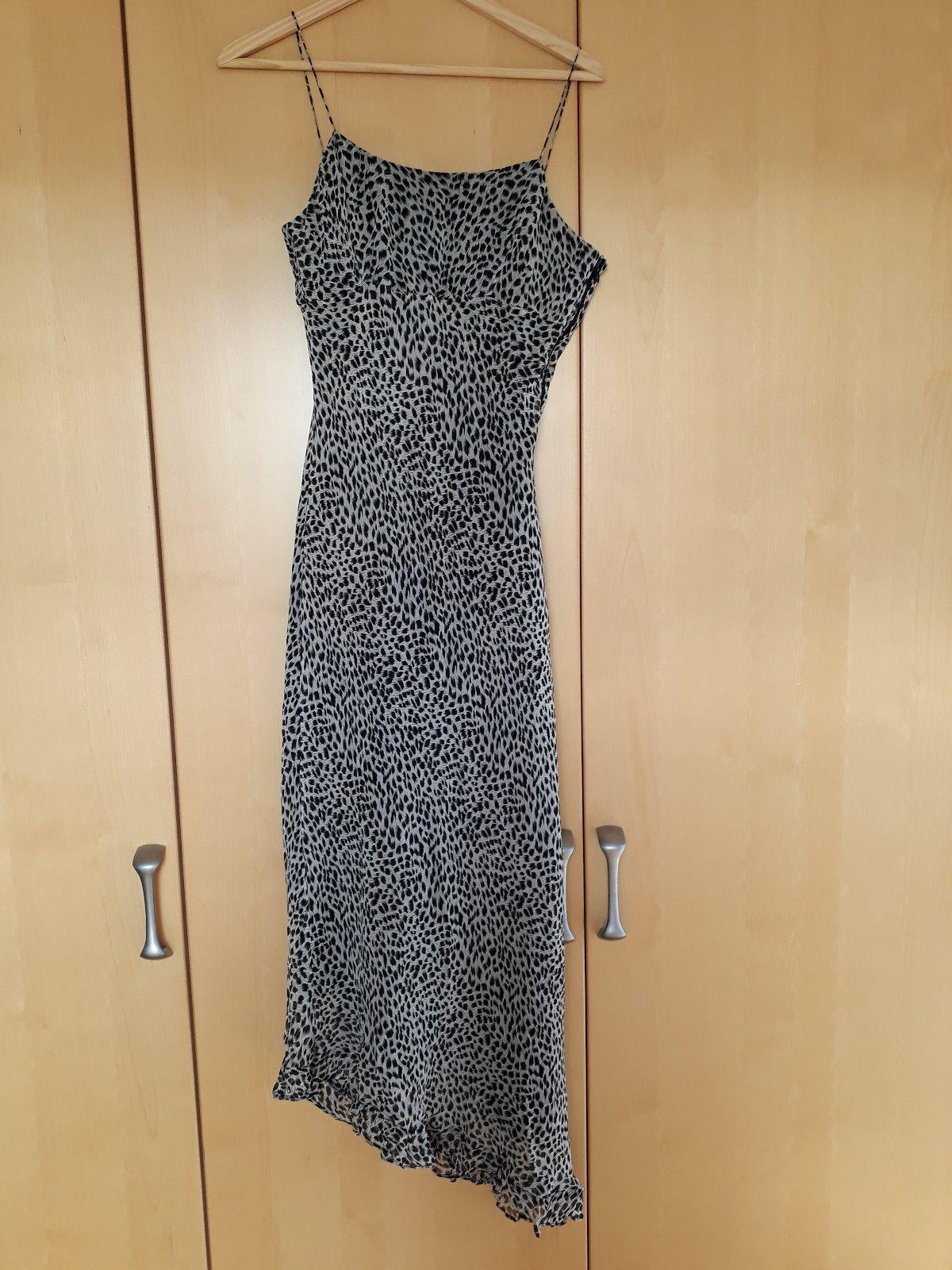 f21985e0592c Dámské šaty