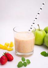 Mandlové smoothie jablko-mango-jahoda