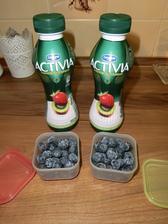 Lehká rychlovka: borůvky a activia nápoj