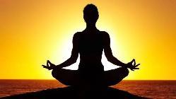 Vcera jsem si dala jogu.Rada bych chodila casteji,nemam moznosti,ale je to tak neykztecne krasny.Zjistila jsem,ze vubec neumim dychat.A zjistila jsem co mi moje telo vsechno dovoli 😊