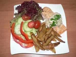 """OBĚD: losos s bylinkovým přelivem (z mandlové """"smetany"""") s bramborami pečenými v troubě (na pečícím papíře, jen pokapané olivovým olejem), zelenina"""