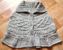 Dívčí pletená vesta ve tvaru ponča, 86