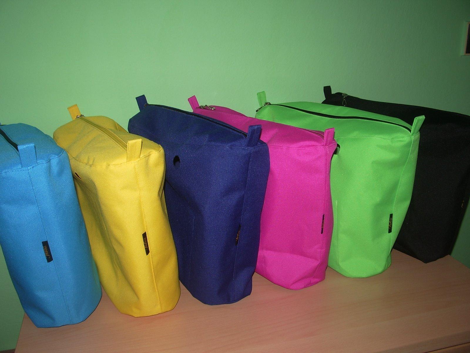 a3f71b18ea Na obag vnitřní nepromokavé tašky či lemy