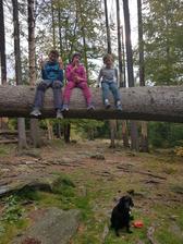 Účastníci zajezdu:-) tři děti, pes a já:-)