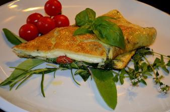 Bylinková caprese omeleta