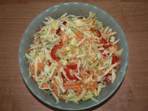 VEČEŘE: zeleninový salát se sýrem 30%