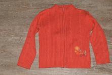 Červený svetřík, 98
