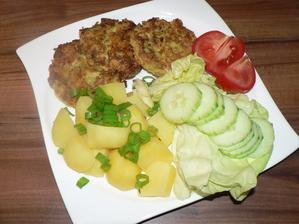 OBĚD: květákové placičky smažené na troše olivového oleje, vařený brambor, zelenina