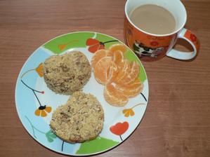 SNÍDANĚ: kuskusové muffiny a malé caro - mňaminka největší!!!!!